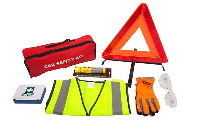 Набор для автомобиля: аптечка, огнетушитель, знак аварийной остановки